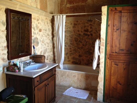 Son Sama Finca: bathroom