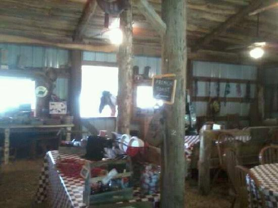 Country Woods Inn: Breakfast Barn