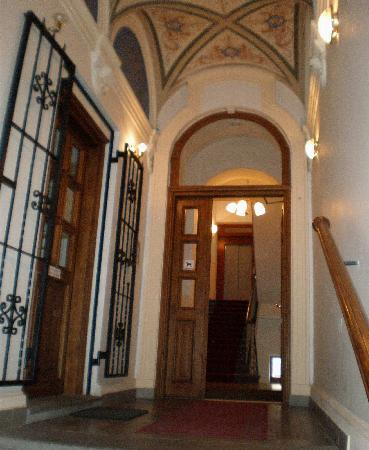 HOLIDAY HOME - Hotel, Pension: stairway, entrance