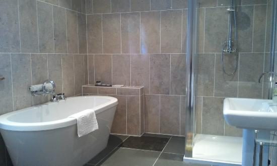Pine Trees Hotel: Bathroom