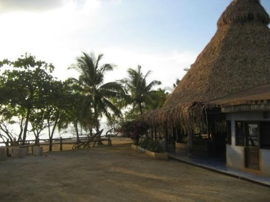Hotel Playa Negra: Dining Area and beach access