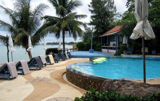 Ao Chalong Villa & Spa: Piscine 1 avec vue sur la mer