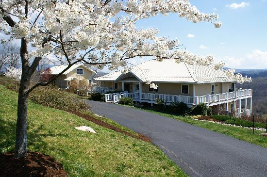 Spring along the New River. Inn at Riverbend