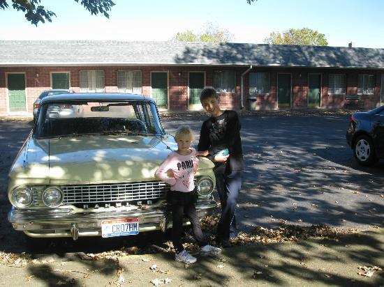 Maples Motel: Happy Kids!