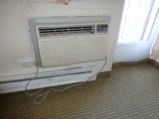 Metro Apartments: Air Conditioning Unit