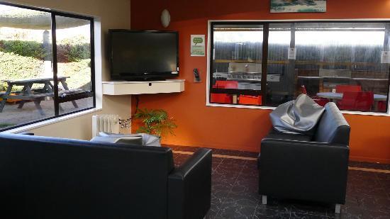 Taupo DeBretts Spa Resort: Common lounge and tv room at DeBretts