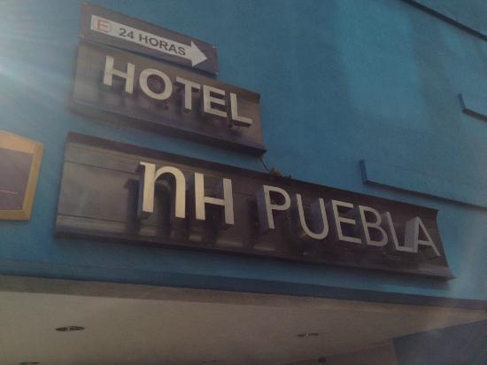 NH Puebla: Hotel Entrance