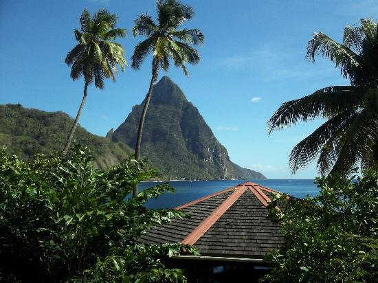 Hummingbird Beach Resort: The mountain 'Petit Piton' from our room