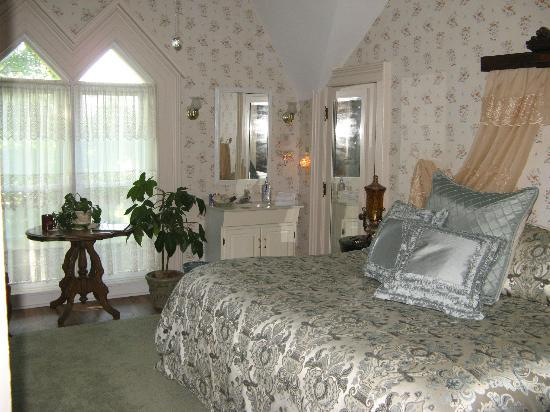 Brick House Bed & Breakfast: Maple room