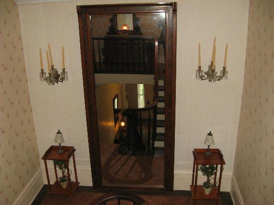 Brick House Bed & Breakfast: landing on the grand staircase