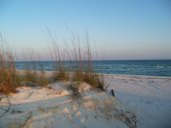 Navy Lodge Pensacola: View of the beach at the Navy Lodge