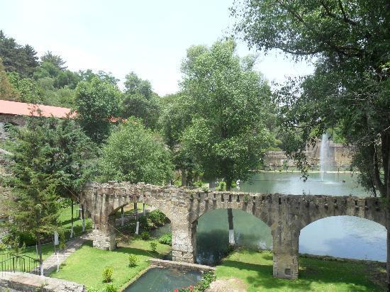 Hacienda San Miguel Regla: The ground has lakes and streams running through it