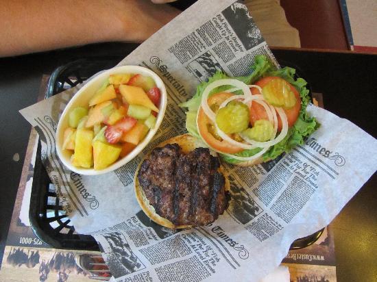 Legion Lake Lodge: Burger w/fruits @ Legion Lake Resort