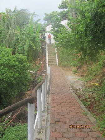 Hotel Posada Arigalan: The stairs to the beach