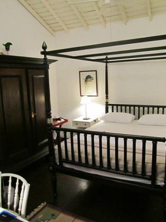 Royal Bar & Hotel: bedroom 5
