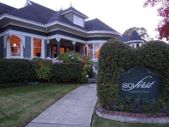 1801 First Luxury Inn: Great B&B