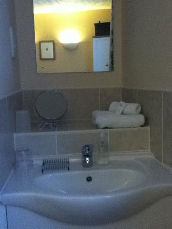 Canterbury House: Sink area