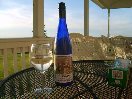 Galena Cellars Vineyard: Bottle of their May Wine