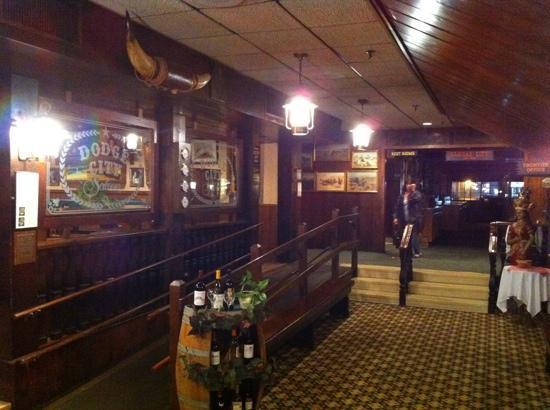 Hilltop Steak House : entrance