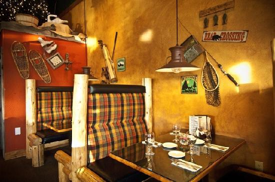 Plaza Grille : Enjoy your meal in our custom-made booths