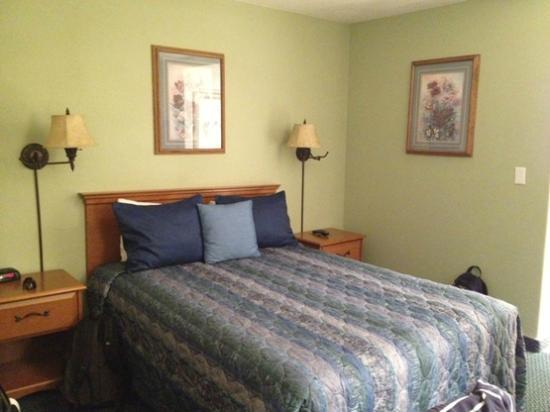 King Frederik Inn: Nice clean bed
