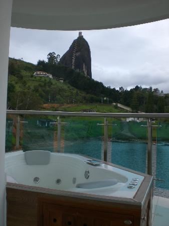 Hotel Los Recuerdos: Vista desde el Jacuzzi en el balcón de la habitación