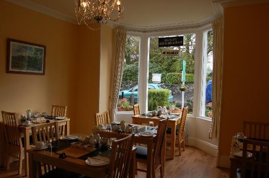 Ellerdene Guest House: Sunny breakfast room
