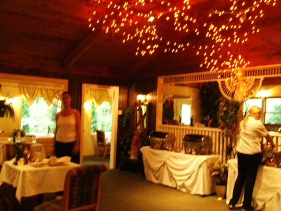Forrest Hills Mountain Resort and Conference Center: Couples dining room - quaint and cozy