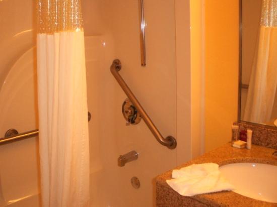 Howard Johnson Inn Rock Hill: Shower
