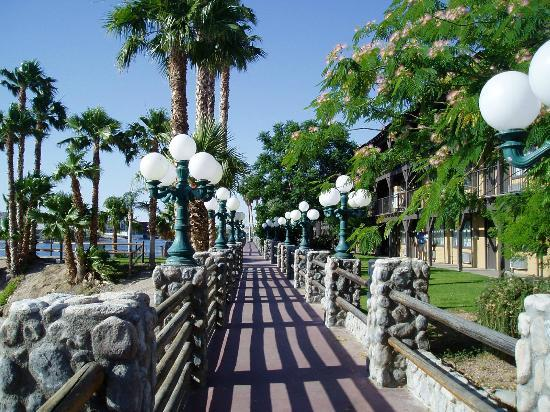 Don Laughlin's Riverside Resort: River Walk path in front of the Pioneer Resort
