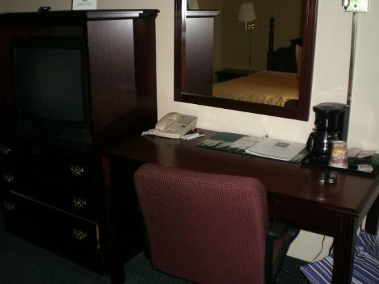 Quality Inn Lebanon: Desk