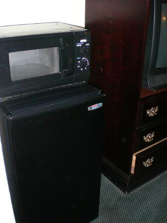 Quality Inn Lebanon: Mircrowave and fridge