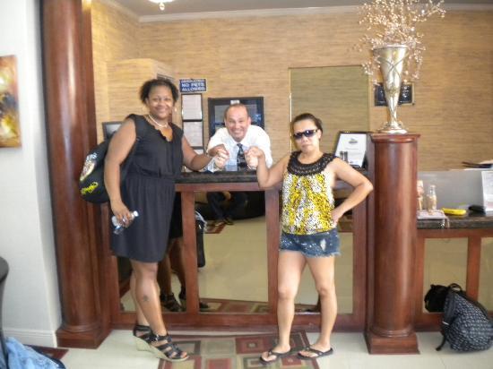 Universal Palms Hotel: Kellie & Janeal, Metro Atlanta GA