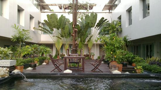 Bangkok Boutique Hotel: outdoor sitting area