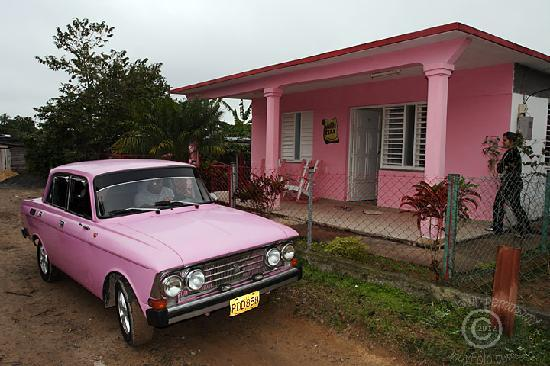 Villa Tery: Pink car of Yerandy (Tito) and Casa Tery