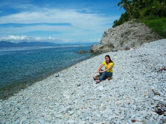 Mabua Pebble Beach: In front of Mt Bagarabon Hotel
