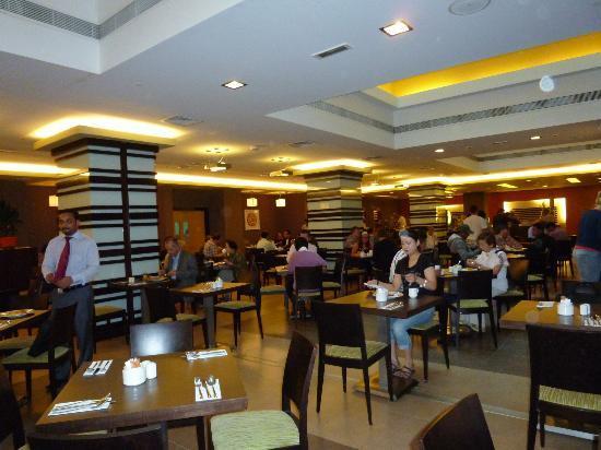Citymax Al Barsha: 朝食、夕食のレストランはバイキングです。