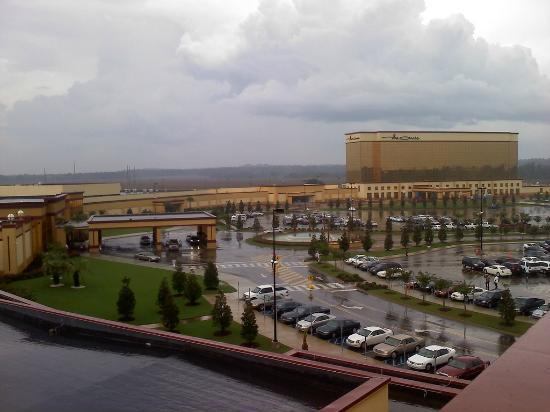 Shorter, Алабама: View of entire property from the parking deck.