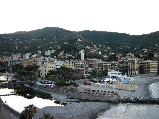 โรงแรมเอลีนา: View of Recco