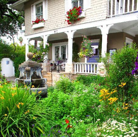 Lavender Inn : The gardens in the front and in the back are bursting with color!