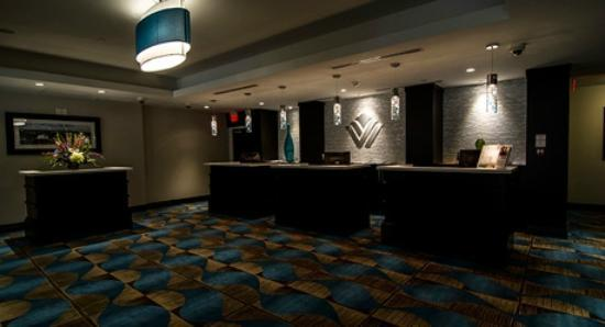 Wyndham Garden Niagara Falls Fallsview: Beautiful modern lobby