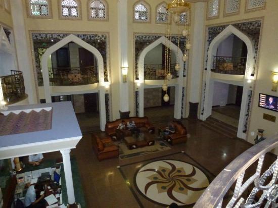 Zargaron Plaza Hotel: Patio intérieur de l'hôtel