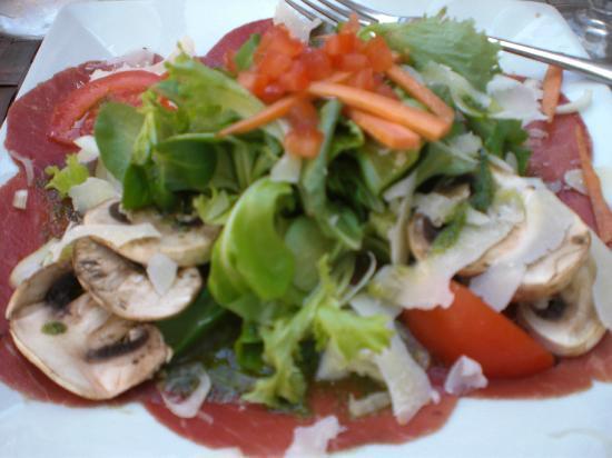 Cafe des Acacias: beef carpaccio