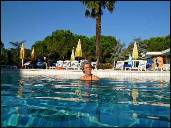 Apollo Hotel Terme: Morgenbad in einem der 4 großzügigen Becken