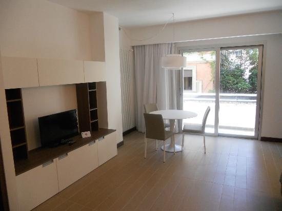 Residence Hotel Parioli: Soggiorno e balcone