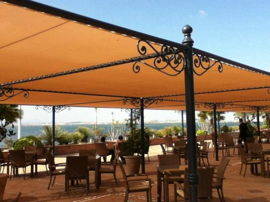 Hotel Les Berges Du Lac- Concorde : The casual terrace