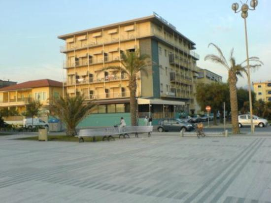 Photo of Hotel Rialto Suisse Lido Di Camaiore