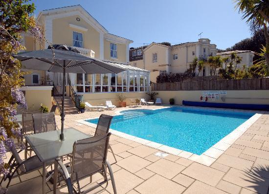 Riviera Lodge Hotel Torquay: Pool & Graden