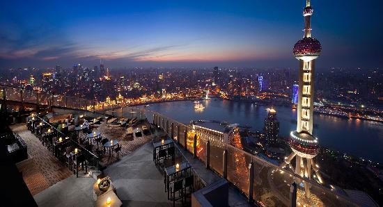 The Ritz-Carlton Shanghai, Pudong: Nightview from outdoor terrace of Flair Rooftop Restauratn and Bar