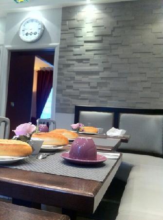 Hotel Donjon Vincennes: salle petit dej